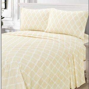 ⭐️SALE⭐️King 4pc French Vanilla Arabesque Bedsheet